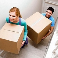 couplemovingupstairs Cómo Elegir Una Empresa De Mudanzas Para Una Buena Mudanza